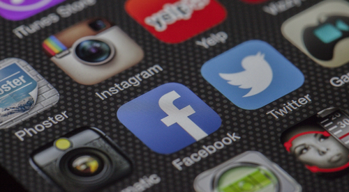 HOW TO WIN THE SOCIAL MEDIA BATTLE
