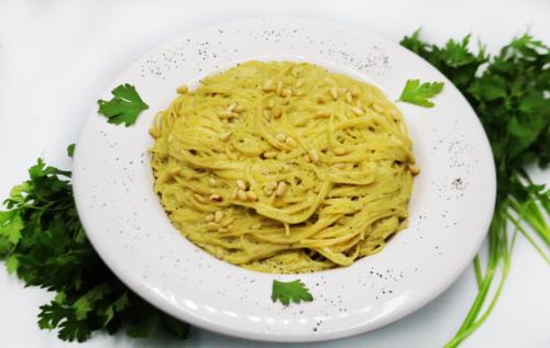 Espaguetti en Crema Verde
